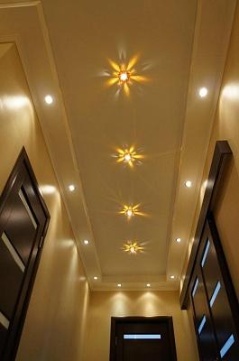 натяжные потолки в коридоре в квартире фото